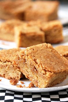 Chewy blondie brownies made with crunchy Biscoff butter. Biscoff Cookie Butter, Biscoff Cookies, Butter Cookies Recipe, Bar Cookies, Biscoff Cake, Cookie Bars, Biscoff Recipes, Brownie Recipes, Baking Recipes