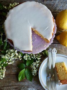 Sitronkake med melisglasur Food And Drink, Sugar, Cookies, Baking, Birthday Ideas, Desserts, Crack Crackers, Tailgate Desserts, Deserts