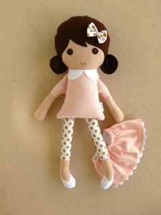 Bambola di stoffa bambola pezza ragazza bruna dai capelli in