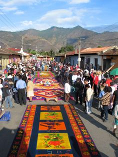 Easter carpets made of sawdust, Antigua Guatemala Corpus Christi, Capital Guatemala, Guatemalan Art, The Places Youll Go, Places To Visit, Carpets For Kids, Celebration Around The World, Cultural Capital, Spanish Culture