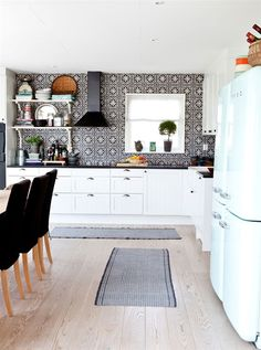 Patterned tile splashback by sososimps