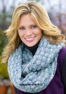вязаный спицами шарф хомут из меланжевой пряжи