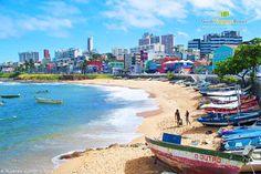 A Praia do Rio Vermelho é famosa por sua rede hoteleira e também pela boemia, com muitos barzinhos e restaurantes.   Onde comer em Salvador? Saiba aqui >>> http://www.guiaviagensbrasil.com/ba/onde-comer-em-salvador/