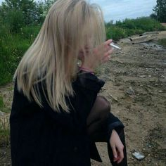 Do i belong here or should i just stop trying to be some other girl Women Smoking, Girl Smoking, Aesthetic Grunge, Aesthetic Girl, Cigarette Aesthetic, Peinados Pin Up, Grunge Girl, Dark Photography, Sad Girl