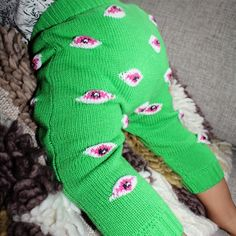 We 💚 these hand knitted baby leggings by Baby Degen - Shop yours now at Wilechile Boutique - NZ Online Baby Boutique.