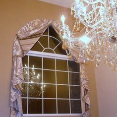Traditional Home Arch Window Treatment Design Ideas, Pictures, Remodel, and Decor