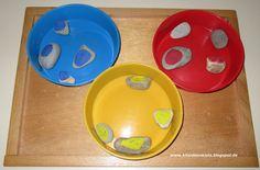 KitaPortal24.de - Bastelideen, Kinderlieder, Kinderspiele und Ausflugsziele » Artikel » 3 Aktionstabletts zum Thema Farben