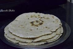 Poorni's Easy Cookbook: Jwarichi Bhakri/ Jolada rotti/ Jowar ki roti ~~Mah... Healthy Low Calorie Meals, Low Calorie Recipes, Maharashtrian Recipes, Flat Bread, Rice Dishes, Soup Recipes, Snacks, Baking, Breakfast