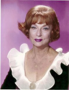 Agnes Moorehead, Bewitched Tv Show, Bewitched Elizabeth Montgomery, Erin Murphy, 30 Day Abs, Old Hollywood Movies, Sketches Of People, Divas, Classic Beauty