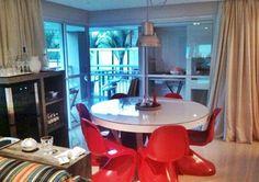 Imóvel bacana na #VilaOlimpia, com 132m², #reformado recentemente. Os móveis foram todos planejados e feitos por #marceneiro de primeira linha!
