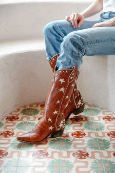 Margretta in caramel and champagne - Miron Crosby Cowboy Boots Custom Cowboy Boots, Custom Boots, Cowboy Boots Women, Cowgirl Boots, Western Boots, Riding Boots, Cowboy Western, Timberland Style, Timberland Boots