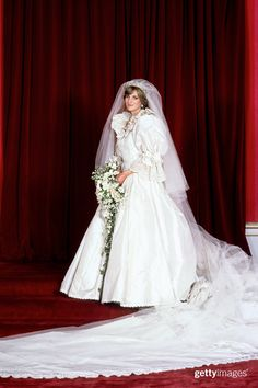 Fashion Design Weeks invites you to read Celebrity Style - Most Iconic Dresses From Princess Diana. Princess Diana Wedding Dress, Royal Wedding Gowns, Princess Diana Fashion, Princess Diana Family, Royal Weddings, Princess Of Wales, Wedding Dresses, Wedding Dress Sketches, Iconic Dresses