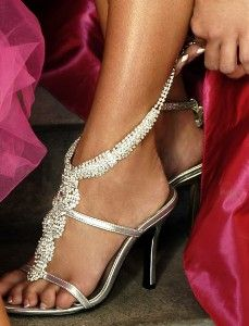 fabulous wedding shoes!!! Looks so comfy and stunning :)