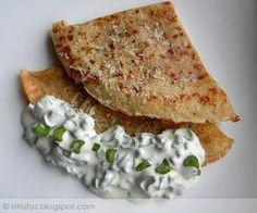 Sajtos palacsinta zöldhagymás tejföllel Hungarian Recipes, Hungarian Food, Waffles, Bread, Breakfast, Ethnic Recipes, Pancake, Drink, Kitchen