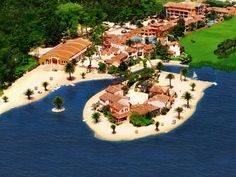 Hotel Quinta Da Lagoa Mira Bordering a picturesque lagoon and pine wood, this colonial-style resort enjoys a quiet location on Costa de Prata, just 2 km from the seafront. It offers a sandy beach and pool.