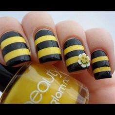 Bumble Bee Nails nails nail black yellow bee pretty nails bumble bee nail ideas nail designs- This will go great for my Halloween costume if I go as a bumble bee. Fancy Nails, Love Nails, How To Do Nails, Pretty Nails, My Nails, Nail Art Technique, Bumble Bee Nails, Bumble Bees, Nail Art Designs