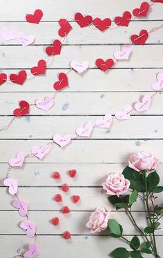 DIY: Make a love calendar in the form of a girlang for all .- DIY: Gör en kärlekskalender i form av en girlang till alla hjärtans dag DIY: Make a love calendar in the form of a girlang for Valentine& Day - Gifts For Coworkers, Gifts For Teens, Gifts For Mom, Unicorn Doll, Bunting Garland, Free Iphone, Couple Gifts, Valentine Day Gifts, Calendar