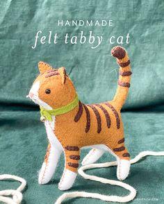 Stuffed Animal Cat, Stuffed Animal Patterns, Cat Crafts, Animal Crafts, Diy Cat Toys, Toy Diy, Woolen Craft, Chibi, Sock Animals
