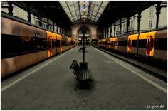 Olhares.com Fotografia | �ja pinto | Na gare de São Bento