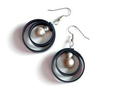 Double circle inner tube and pearl earrings by livelyleafdesigns on etsy.