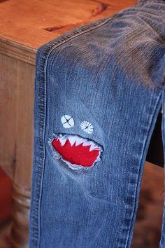 Jeans troué au genou : monstre à la rescousse !