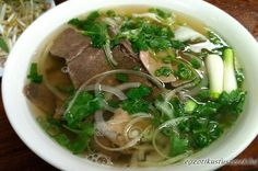 How to make pho broth is the most important element in making Vietnamese pho. Pho broth is the soul of the dish. It is what makes the dish Vietnamese pho. Vietnamese Soup, Vietnamese Cuisine, Vietnamese Recipes, Asian Recipes, Yummy Pho, Pho Broth, Beef Broth, Pho Noodle Soup, How To Make Pho