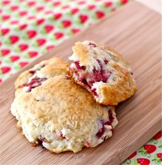 Strawberry-Rhubarb Drop Scones - we used to have a rhubarb patch in our garden that was out of control every summer. New recipes are always welcome - these scones would be perfect for breakfast on the porch. Biscotti, Drop Scones Recipes, Rhubarb Scones, Rhubarb Pie, Rhubarb Cookies, Rhubarb Desserts, Rhubarb Dishes, Strawberry Recipes, Strawberry Plants