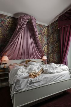 How To Hang Wallpaper, Unique Wallpaper, New Wallpaper, Bedroom Wallpaper, Wallpaper Ideas, Scandinavian Bedroom, Aarhus, Wallpaper Samples, Traditional Wallpaper