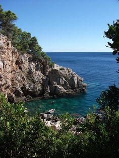 Hidden cove on Mljet Island, Croatia (by foxylou86).