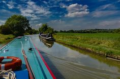 One of the  major canals in England, Grand Union Canal's main branch is 137 miles long, and runs from Birmingham to London builds up with the noise and busyness of the city, to the space and tranquility of the country, of the old ways of life mixed with new.