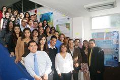 Presentan alumnos de la UAZ exposición de carteles sobre casos clínicos bucales