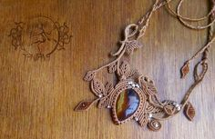 Micro-Macramé necklace *Leafy art* with semi-precious stone.