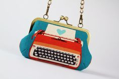 Retro typewriter - metal frame handbag with shoulder strap. Etsy shop I saw on the #Flow website called #Octopurse. Love it, want it!