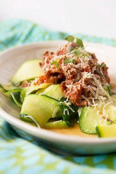 Karppaajan kotiruoka klassikko, kesäkurpitsapasta - ku ite tekee Pasta Salad, Cobb Salad, Zucchini, Vegetables, Ethnic Recipes, Food, Crab Pasta Salad, Veggies, Vegetable Recipes