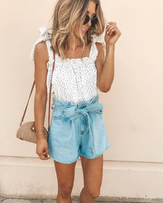 Cute chambray shorts look for summer * outfit ideas * in 201 Summer Outfits Women 20s, Cute Summer Outfits, Short Outfits, Spring Outfits, Trendy Outfits, Beach Outfits, Holiday Outfits, Winter Outfits, Fashion Casual