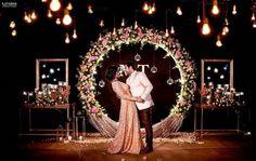 Beautiful Wedding Reception Decoration Ideas - Put the Ring on It Reception Stage Decor, Wedding Stage Design, Wedding Reception Backdrop, Wedding Mandap, Indian Reception, Indian Wedding Receptions, Wedding Backdrops, Wedding Bride, Wedding Table