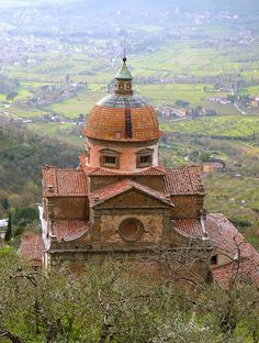 Places to Visit in Tuscany | Delectable Destinations - Shown, Cortona, Italy, photo via Flickr - lo.tangelini