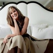 Something pressed with tailored lines paired with a smile and the right pair of shoes elevates a look instantly. Hong Kong Fashion, Linda Gray, Ageless Beauty, Vanity Fair, Fashion Photography, Actresses, Formal, Fashion Tips, Beautiful