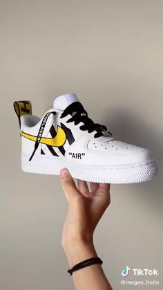 Custom Sneakers, Custom Shoes, Baskets, Deco Paint, Sneakers Fashion, Fashion Outfits, Dance Sing, Do It Yourself Crafts, Diy Home Crafts