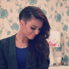 Music video by Cher Lloyd feat. Mike Posner performing With Ur Love. © 2011 Simco Limited under exclusive license to Sony Music Entertainment UK Limited Cut My Hair, New Hair, Long Hair Mohawk, Half Shaved Hair, Shaved Head, Cher Lloyd, Shaved Sides, Hair Dos, Gorgeous Hair