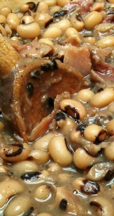 Southern Style Black-Eyed Peas A slow-cooked recipe for traditional Southern black-eyed peas with ham hocks (or ham bone). - Southern Style Black-Eyed Peas ~ Just the way my mama cooks 'em Bean Recipes, Crockpot Recipes, Cooking Recipes, Healthy Recipes, Cooking Food, Lunch Recipes, Soup Recipes, Healthy Food, Cajun Cooking