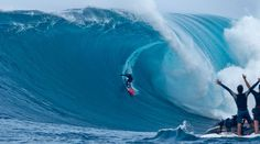 Big-wave surfer Shane Dorian was awarded Billabong XXL's Ride of the Year for this wave Billabong, National Geographic, Wakeboard Boats, Big Wave Surfing, Huge Waves, Hawaii Surf, Wakeboarding, Photos Of The Week, Extreme Sports