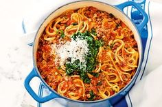 One-pot spaghetti bolognaise - Get set for the fastest and easiest spag bol ever! Our one-pot method will change your weekly menu or even your life! Mince Recipes, Pasta Recipes, Cooking Recipes, One Pot Spaghetti, One Pot Pasta, Spaghetti Bolognese, Pots, Pasta Dishes, One Pot