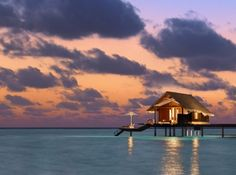 A delightful place where tropical luxury is a natural part of your life every day: this is what the One&Only Reethi Rah resort in the Maldives is all about. Oh The Places You'll Go, Places To Travel, Places To Visit, Dream Vacations, Vacation Spots, Maldives Water Villa, Maldives Honeymoon, Maldives Beach, Maldives Travel