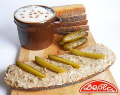 Planujesz w weekend biesiadowanie ze znajomymi? Zaskocz ich staropolską przekąską. Chleb ze smalcem i tradycyjnym pieczywem z Piekarni Depta z pewnością im zasmakuje. Przekonaj się! chleb, smalec, ogórki, kanapka