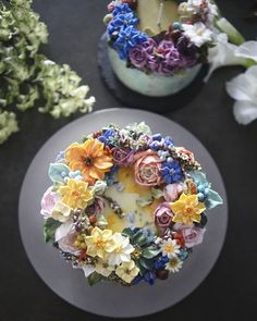 The Seoul-Based Pastry Chef Creates Buttercream Floral Cakes That Look Too Beautiful To Eat Cake The Seoul-Based Pastry Chef Creates Buttercream Floral Cakes That Look Too Beautiful To Eat Flores Buttercream, Buttercream Flower Cake, Buttercream Cake Decorating, Gorgeous Cakes, Pretty Cakes, Amazing Cakes, Dessert Design, Dessert Decoration, Flowers Decoration