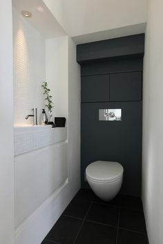 Baños de estilo moderno por Sakurayama-Architect-Design