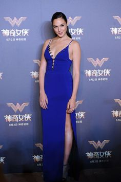 Gal Gadot's Best Looks - Wonder Woman Star Gal Gadot Fashion and Beauty Photos Beautiful Celebrities, Beautiful Actresses, Beautiful People, Gal Gadot Style, Cathy Hummels, Gal Gardot, Gal Gadot Wonder Woman, Foto Top, Jessica Parker
