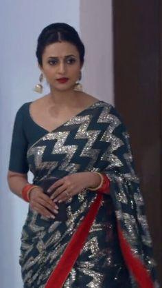 Indian Actress Pics, Indian Actresses, Beautiful Girl Indian, Most Beautiful Indian Actress, Tv Actress Images, Banarasi Sarees, Designer Sarees, Krystal, Awkward