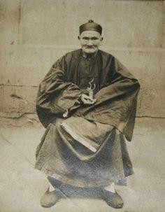 Li Ching Yuen was quite the extraordinary man. As a Chinese herbalist he lived 256 years, through qigong and a diet rich in herbs including goji, ginseng. Qi Gong, Gotu Kola, Chinese Man, Martial Artist, China, Chengdu, Old Men, Okinawa, Tai Chi